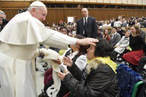 """""""La Iglesia, aunque perseguida, incomprendida y pecadora, no se cansa se acoger"""": las palabras del Papa en la audiencia de este miércoles"""