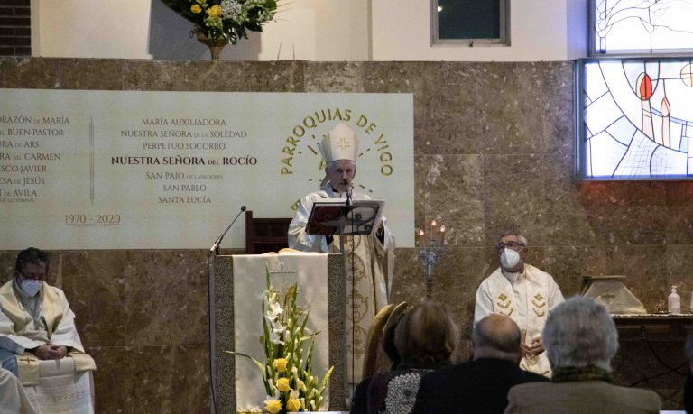Luis Quinteiro, obispo de Tui-Vigo, en la celebración del 50º aniversario de Nuestra Señora del Rocío.