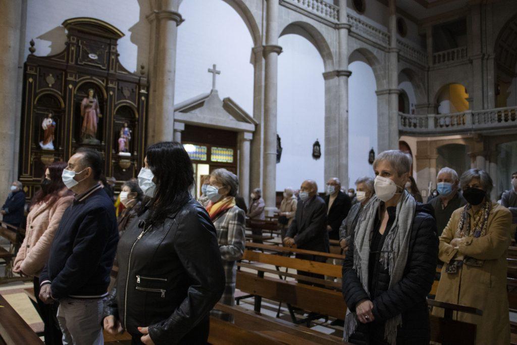 El Carmen de Vigo celebra su 50º aniversario con una Eucaristía presidida por el obispo de Tui-vigo, Luis Quinteiro.