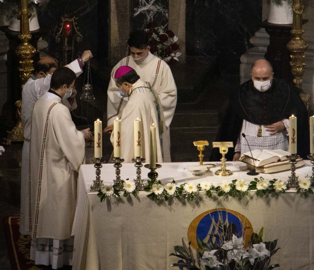 Eucaristía de acción de gracias con el nuncio apostólico, Bernardito Cleopas Auza, en la Concatedral de Vigo.