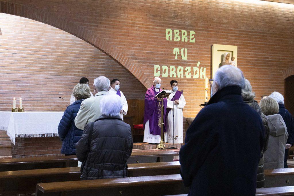 Misa-Funeral presidida por el obispo, Luis Quinteiro, en el Sagrado con motivo del fallecimiento de María del Carmen Grobas delegada de Apostolado del Mar de Tui-Vigo desde 2006.