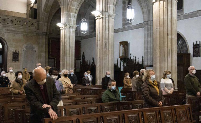 La delegación de Pastoral Familiar organiza una vigilia, presidida por el obispo de Tui-Vigo, Luis Quinteiro, para celebrar el día de la Sagrada Familia.