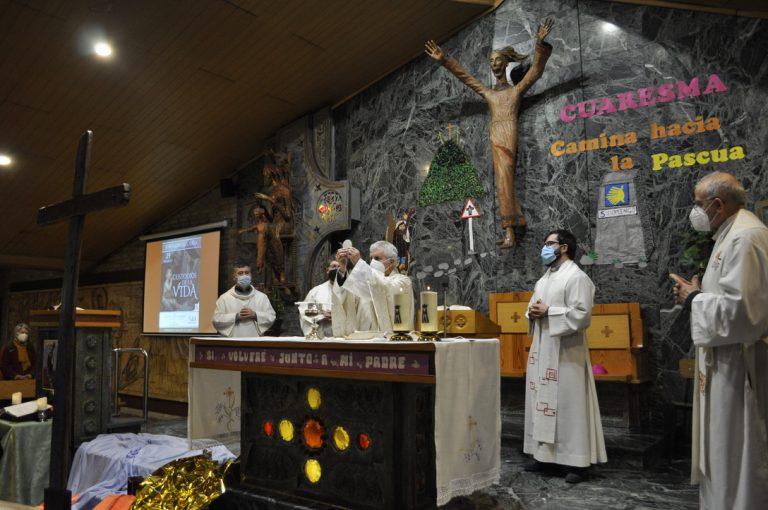 El obispo preside la Eucaristía de clausura de la Jornada por la vida.