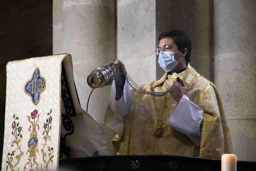 El obispo preside la eucaristía en la Catedral en honor a san Telmo.