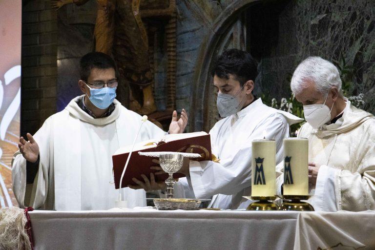 El obispo de Tui-Vigo Luis Quinteiro presidió la eucaristía en la parroquia del Corazón de María.